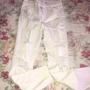 Garage size 3 white distressed jeans.